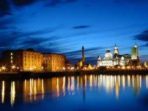 Albert_dock_at_night